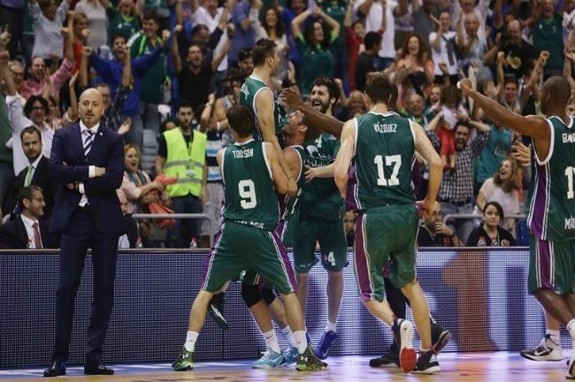 kostas-vasileiadis-malaga-alba-celebrates
