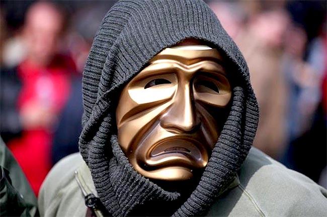 maska-thlipsi