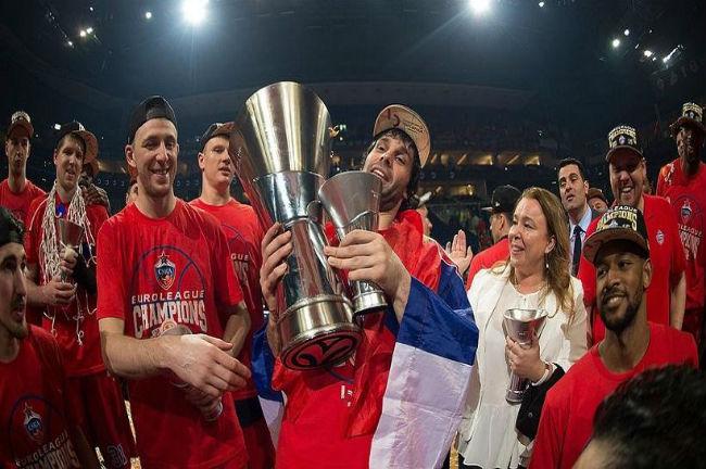 milos-teodosic-euroleague-trophy-cska-moscow-csska