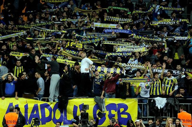 fans-fenerbahce-ulker-istanbul-eb14